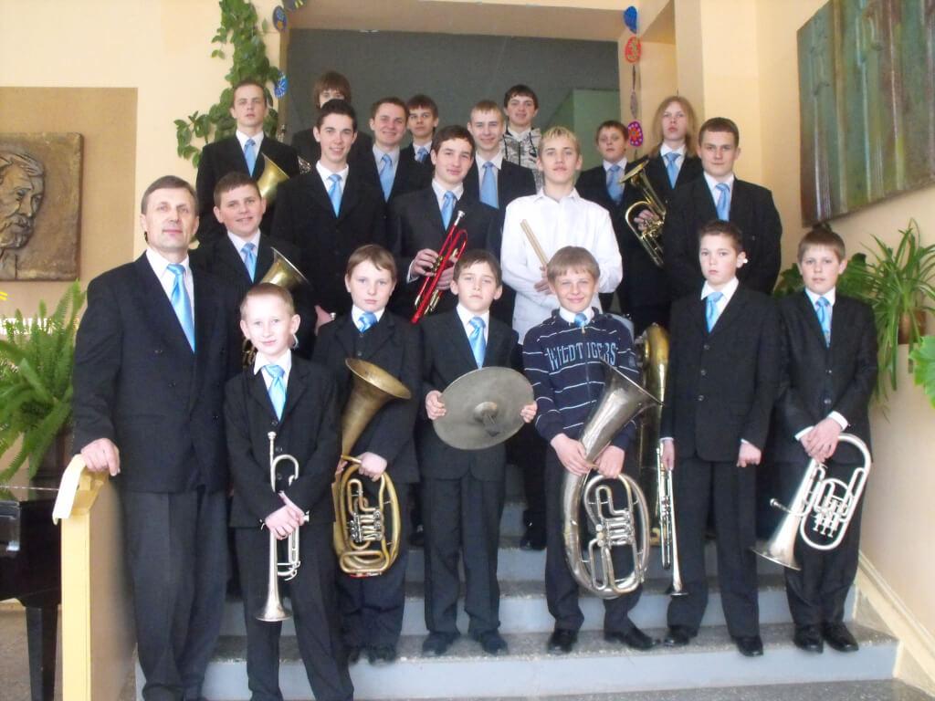 Kelmės r. Pakražančio vidurinės mokyklos varinių pučiamųjų instrumentų orkestras
