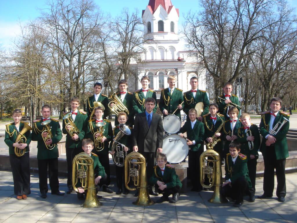 Vilniaus SANTAROS vidurinės mokyklos pučiamųjų instrumentų orkestras SANTARA